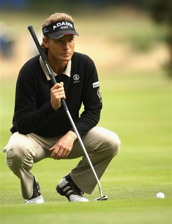 SUNNINGDALE, ENGLAND - JULY 24:  Bernhard Langer of Germany lines up a putt on the first hole during the second round of The Senior Open Championship presented by MasterCard held on the Old Course at Sunningdale Golf Club on July 24, 2009 in Sunningdale, England.  (Photo by Andrew Redington/Getty Images)