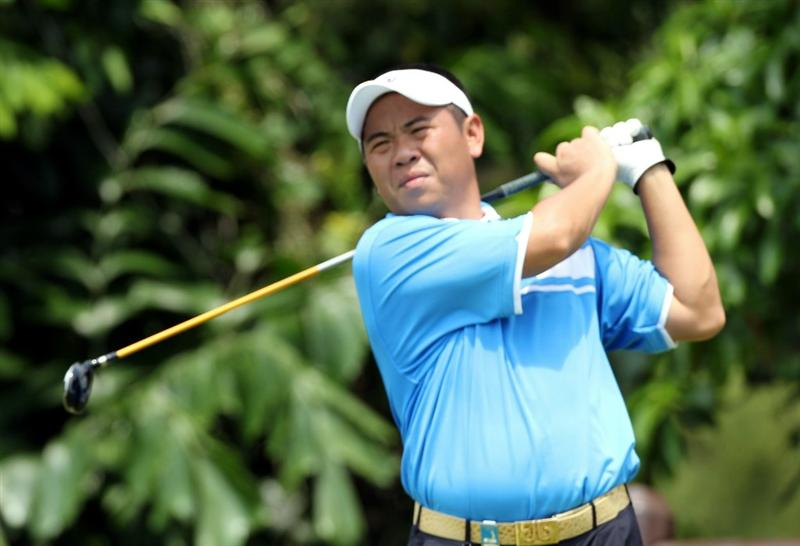 SINGAPORE - NOVEMBER 13: Yih-Shin Chan of Chinese Taipei watches his tee shot on the 8th hole during the Third Round of the Barclays Singapore Open held at the Sentosa Golf Club on November 13, 2010 in Singapore, Singapore.  (Photo by Stanley Chou/Getty Images)