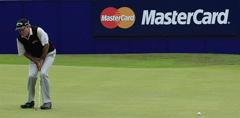 SUNNINGDALE, ENGLAND - JULY 26:  Mark McNulty of Ireland in action during the final round of The Senior Open Championship held at the Old Course, Sunningdale Golf Club on July 26, 2009 in Sunningdale, United Kingdom  (Photo by Phil Inglis/Getty Images)