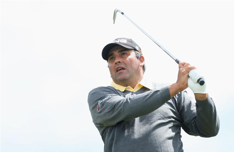 TURNBERRY, SCOTLAND - JULY 19:  Angel Cabrera of Argentina tees off during the final round of the 138th Open Championship on the Ailsa Course, Turnberry Golf Club on July 19, 2009 in Turnberry, Scotland.  (Photo by Andrew Redington/Getty Images)