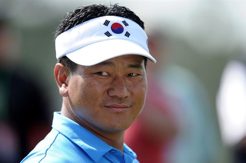 AUGUSTA, GA - APRIL 07:  K.J. Choi of Korea waits on a tee box during a practice round prior to the 2010 Masters Tournament at Augusta National Golf Club on April 7, 2010 in Augusta, Georgia.  (Photo by Harry How/Getty Images)