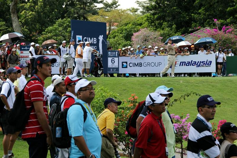 KUALA LUMPUR, MALAYSIA - OCTOBER 31: Ernie Els of South Africa tees off on the 6th hole during day four of the CIMB Asia Pacific Classic at The MINES Resort & Golf Club on October 31, 2010 in Kuala Lumpur, Malaysia. (Photo by Stanley Chou/Getty Images)
