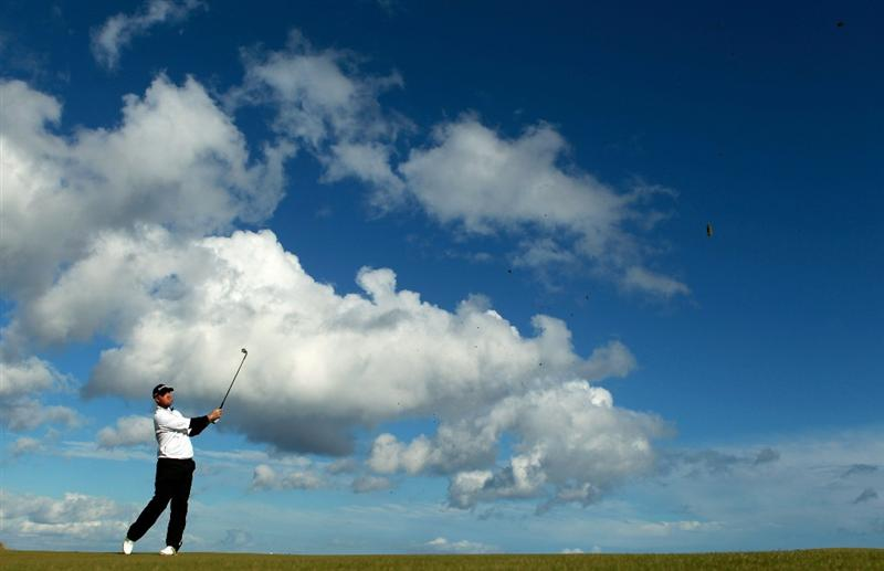 KINGSBARNS, SCOTLAND - OCTOBER 06: Peter Hanson of Sweden in action during the practice round of The Alfred Dunhill Links Championship at Kingsbarns Golf Links on October 6, 2010 in St Andrews, Scotland.  (Photo by Warren Little/Getty Images)
