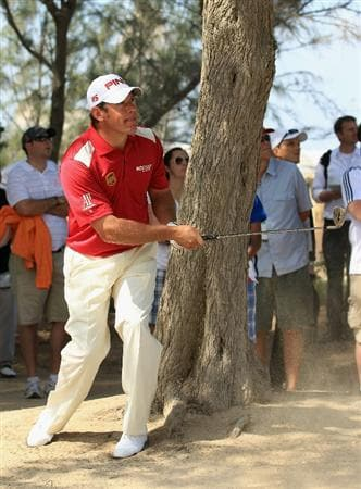 DUBAI, UNITED ARAB EMIRATES - FEBRUARY 10:  Lee Westwood of England in action during the first round of the Omega Dubai Desert Classic on the Majlis course at the Emirates Golf Club on February 10, 2011 in Dubai, United Arab Emirates.  (Photo by Andrew Redington/Getty Images)