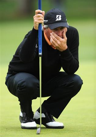 PACIFIC PALISADES, CA - FEBRUARY 18:  Fred Couples ponders his putt on the 11th hole during the second round of the Northern Trust Open at Riviera Country Club on February 18, 2011 in Pacific Palisades, California.  (Photo by Stuart Franklin/Getty Images)