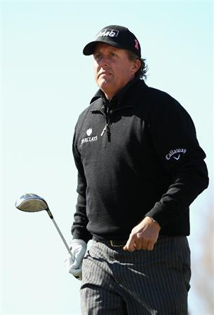 SCOTTSDALE, AZ - FEBRUARY 03:  Phil Mickelson walks from the 15th hole tee box during the first round of the Waste Management Phoenix Open at TPC Scottsdale on February 3, 2011 in Scottsdale, Arizona.  (Photo by Christian Petersen/Getty Images)