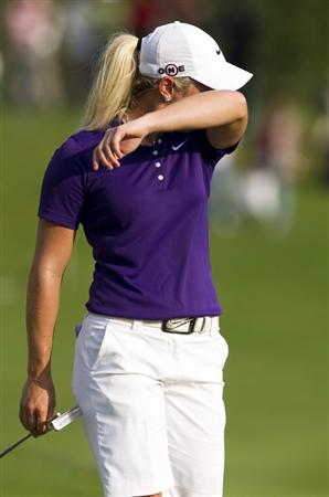 CHON BURI, THAILAND - FEBRUARY 21:  Suzann Pettersen of Norway wipes her face on the 18th green during the final round of the Honda PTT LPGA Thailand at Siam Country Club on February 21, 2010 in Chon Buri, Thailand.  (Photo by Victor Fraile/Getty Images)