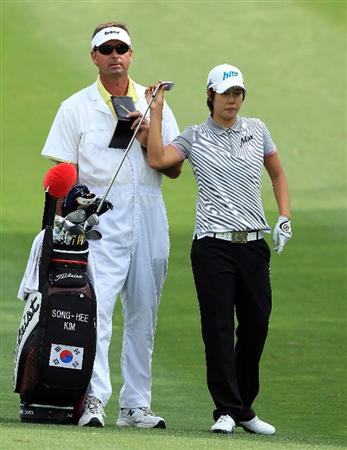 RANCHO MIRAGE, CA - APRIL 02:  Song-Hee Kim of South Korea chooses her club before she played her second shot at the eighth hole during the second round of the 2010 Kraft Nabisco Championship, on the Dinah Shore Course at The Mission Hills Country Club, on April 2, 2010 in Rancho Mirage, California.  (Photo by David Cannon/Getty Images)