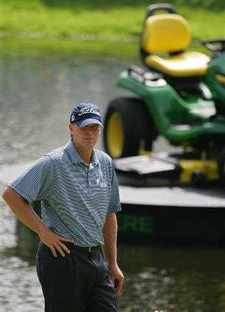 SILVIS, IL - JULY 11:  Steve Stricker of the USA waits to play on the 18th green during the continuation of the second round of the John Deere Classic at TPC Deere Run held on July 11, 2009 in Silvis, Illinois.  (Photo by Michael Cohen/Getty Images)