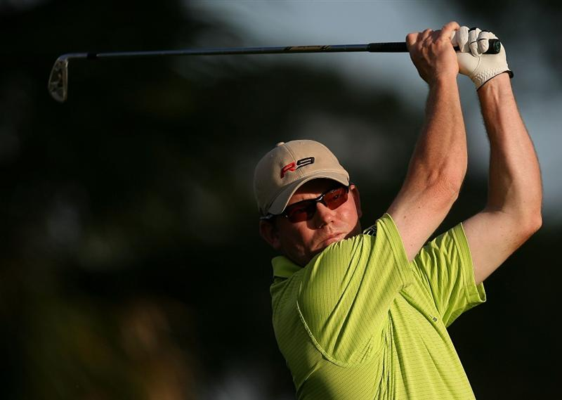 PALM BEACH GARDENS, FL - MARCH 06:  Shaun Micheel hits his tee shot on the seventh hole during the second round of The Honda Classic at PGA National Resort and Spa on March 6, 2009 in Palm Beach Gardens, Florida.  (Photo by Doug Benc/Getty Images)