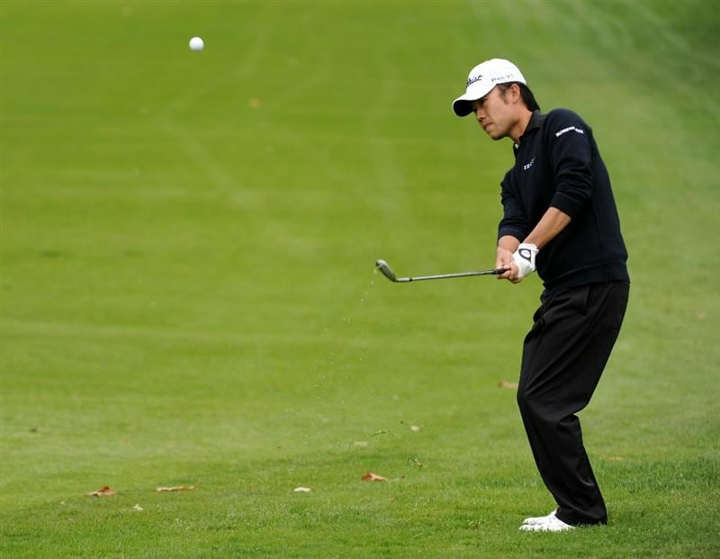 PACIFIC PALISADES, CA - FEBRUARY 19:  Kevin Na plays from the rough on the 15th hole during the third round of the Northern Trust Open at the Riviera Contry Club on February 19, 2011 in Pacific Palisades, California.  (Photo by Harry How/Getty Images)