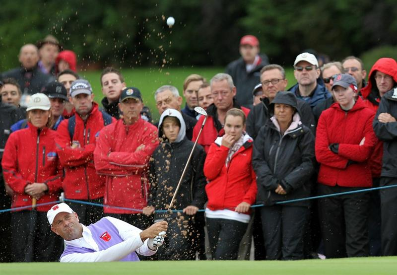 NEWPORT, WALES - OCTOBER 02:  Stewart Cink of the USA hits his 3rd shot on the 4th hole during the rescheduled Afternoon Foursome Matches during the 2010 Ryder Cup at the Celtic Manor Resort on October 2, 2010 in Newport, Wales.  (Photo by Andy Lyons/Getty Images)