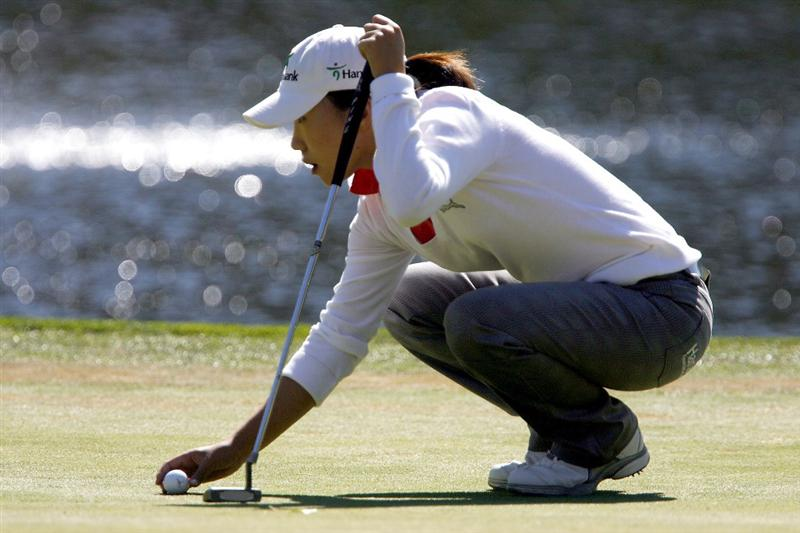DANVILLE, CA - OCTOBER 12: In-Kyung Kim of South Korea lines up a putt on the 7th hole during the final round of the LPGA Longs Drugs Challenge at the Blackhawk Country Club October 12, 2008 in Danville, California. (Photo by Max Morse/Getty Images)