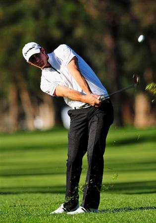 PACIFIC PALISADES, CA - FEBRUARY 19:  Dustin Johnson of USA plays his approachs hot onte 11th hole during the first round of the Northern Trust Open at the Riviera Country Club February 19, 2009 in Pacific Palisades, California.  (Photo by Stuart Franklin/Getty Images)