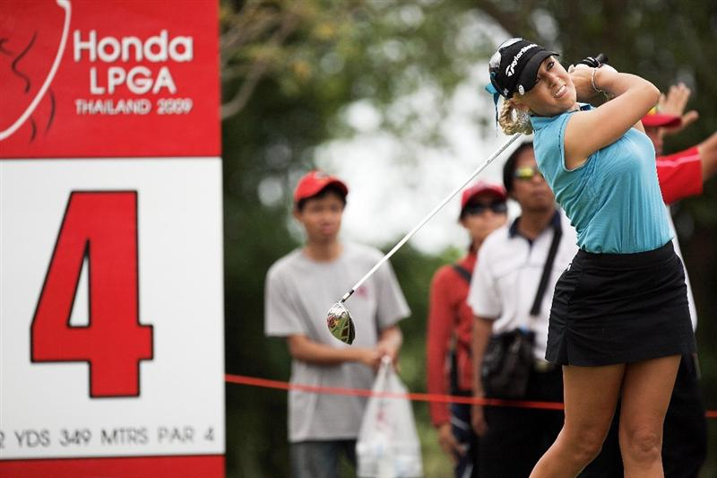 BANGKOK, THAILAND - FEBRUARY 27:  Natalie Gulbis of the USA in action on the 3rd hole during day two of the Honda LPGA Thailand 2009 at Siam Country Club Plantation on February 27, 2009 in Pattaya, Chonburi, Thailand.  (Photo by Chumsak Kanoknan/Getty Images)