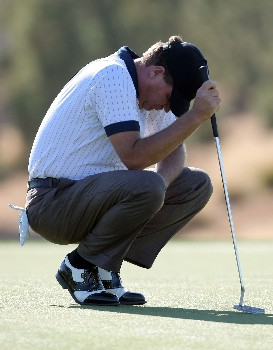 PALM DESERT, CA - JANUARY 20:  Steve Elkington of Australia waits to putt on the eighth hole during the fifth round of the 49th Bob Hope Chrysler Classic at the Classic Club Course on January 20, 2008 in Palm Desert, California.  (Photo by Harry How/Getty Images)