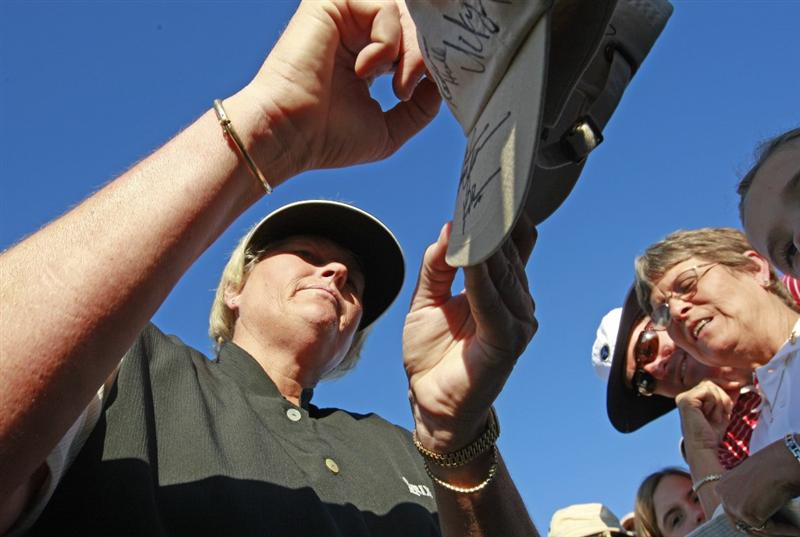 PRATTVILLE, AL - OCTOBER 3:  Laura Davies signs autographs following her third round play in the Navistar LPGA Classic at the Robert Trent Jones Golf Trail at Capitol Hill on October 3, 2009 in  Prattville, Alabama.  (Photo by Dave Martin/Getty Images)