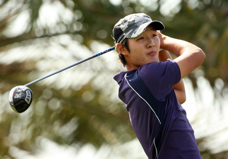ABU DHABI, UNITED ARAB EMIRATES - JANUARY 16:  Danny Lee of New Zealand watches his tee-shot on the 18th hole during the second round of The Abu Dhabi Golf Championship at Abu Dhabi Golf Club on January 16, 2009 in Abu Dhabi, United Arab Emirates.  (Photo by Andrew Redington/Getty Images)