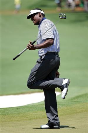 AUGUSTA, GA - APRIL 12:  Vijay Singh of Fiji reacts to a putt on the second hole during the final round of the 2009 Masters Tournament at Augusta National Golf Club on April 12, 2009 in Augusta, Georgia.  (Photo by Harry How/Getty Images)