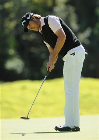 PACIFIC PALISADES, CA - FEBRUARY 20:  Aaron Baddeley of Australia puuting on the eighth hole during the final round of the Northern Trust Open at Riviera Country Club on February 20, 2011 in Pacific Palisades, California.  (Photo by Stuart Franklin/Getty Images)