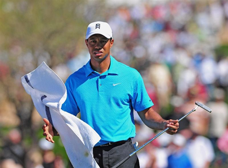 MARANA, AZ - FEBRUARY 25:  Tiger Woods of USA catches his towel on the second hole during the first round of the Accenture Match Play Championships at Ritz - Carlton Golf Club at Dove Mountain on February 25, 2009 in Marana, Arizona.  (Photo by Stuart Franklin/Getty Images)