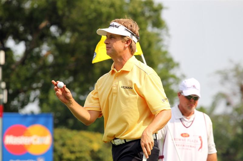 FORT WORTH, TX - MAY 22: David Toms waves to the gallery on the 16th hole during the final round of the Crowne Plaza Invitational at Colonial Country Club on May 22, 2011 in Fort Worth, Texas. (Photo by Hunter Martin/Getty Images)