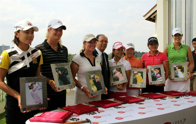 KUALA LUMPUR, MALAYSIA - OCTOBER 20 : LPGA players pose for photographs with the Chairman of Sime Darby Tun Musa Hitam (C) during the Sime Darby LPGA press conference on October 20, 2010 held at the Sime Darby Convention Centre in Kuala Lumpur, Malaysia.  (Photo by Stanley Chou/Getty Images)