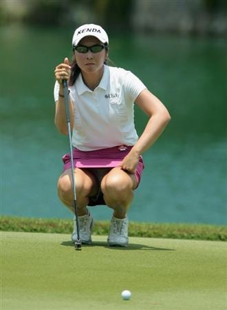 SINGAPORE - FEBRUARY 24:  Candie Kung of Taiwan lines up a putt on the second green during the first round of the HSBC Women's Champions 2011 at the Tanah Merah Country Club on February 24, 2011 in Singapore, Singapore.  (Photo by Scott Halleran/Getty Images)
