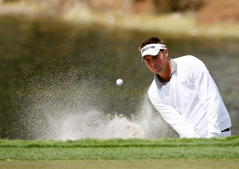 PALM BEACH GARDENS, FL - MARCH 05:  Jeff Overton hits out of the greeside bunker on the sixth hole during the first round of The Honda Classic at PGA National Resort and Spa on March 5, 2009 in Palm Beach Gardens, Florida.  (Photo by Doug Benc/Getty Images)