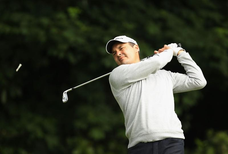 VIRGINIA WATER, ENGLAND - MAY 26:  Simon Khan of England tees off on the second hole during the first round of the BMW PGA Championship at Wentworth Club on May 26, 2011 in Virginia Water, England.  (Photo by Ian Walton/Getty Images)