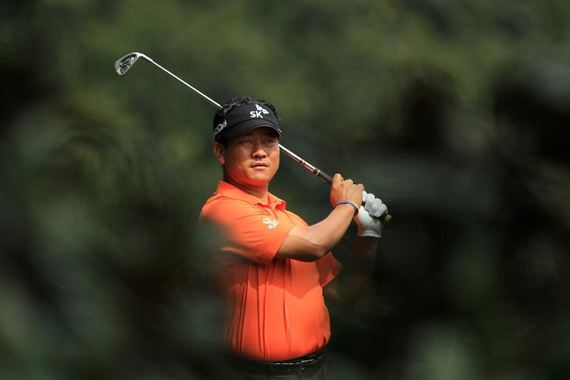 AUGUSTA, GA - APRIL 08:  K.J. Choi of South Korea hits a shot on the fifth hole during the second round of the 2011 Masters Tournament at Augusta National Golf Club on April 8, 2011 in Augusta, Georgia.  (Photo by David Cannon/Getty Images)