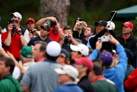 AUGUSTA, GA - APRIL 08:  Tiger Woods hits a shot during the second day of practice prior to the start of the 2008 Masters Tournament at Augusta National Golf Club on April 8, 2008 in Augusta, Georgia.  (Photo by Andrew Redington/Getty Images)