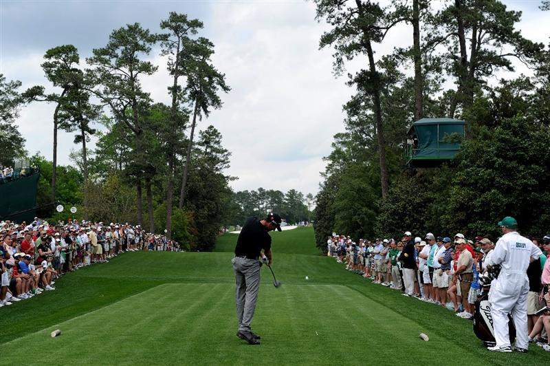 AUGUSTA, GA - APRIL 08:  Geoff Ogilvy of Australia hits his tee shot on the 18th hole during the second round of the 2011 Masters Tournament at Augusta National Golf Club on April 8, 2011 in Augusta, Georgia.  (Photo by Harry How/Getty Images)