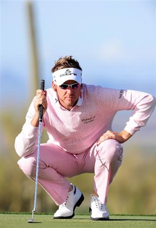 MARANA, AZ - FEBRUARY 21:  Ian Poulter of England lines up his putt on the fifth hole during final round of the Accenture Match Play Championship at the Ritz-Carlton Golf Club at  on February 21, 2010 in Marana, Arizona.  (Photo by Stuart Franklin/Getty Images)