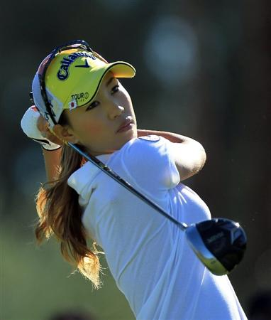RANCHO MIRAGE, CA - MARCH 31:  Momoko Ueda of Japan plays her tee shot at the par 4, 3rd hole during the first round of the 2011 Kraft Nabisco Championship on the Dinah Shore Championship Course at the Mission Hills Country Club on March 31, 2011 in Rancho Mirage, California.  (Photo by David Cannon/Getty Images)