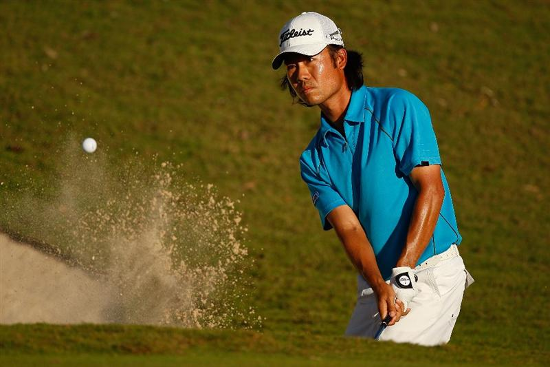 RIVIERA MAYA, MEXICO - FEBRUARY 28:  Kevin Na chips out of a bunker onto the 18th green during the third round of the Mayakoba Golf Classic on February 28, 2009 at El Camaleon Golf Club in Riviera Maya, Mexico.  Na shot a 72, for a three day total of 8 under par.   (Photo by Chris Graythen/Getty Images)