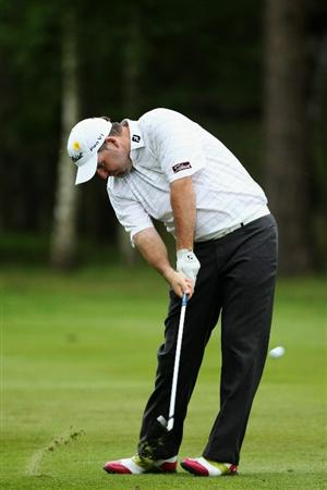 VIRGINIA WATER, ENGLAND - MAY 20:  Kenneth Ferrie of England plays his second at the 9th hole during the first round of the BMW PGA Championship on the West Course at Wentworth on May 20, 2010 in Virginia Water, England.  (Photo by David Cannon/Getty Images)