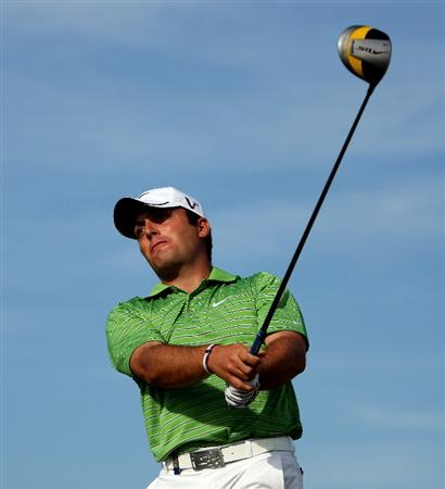 VILAMOURA, PORTUGAL - OCTOBER 18:  Francesco Molinari of Italy hits his tee-shot on the tenth hole during the final round of the Portugal Masters at the Oceanico Victoria Golf Course on October 18, 2009 in Vilamoura, Portugal.  (Photo by Andrew Redington/Getty Images)