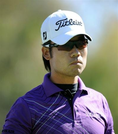 PACIFIC PALISADES, CA - FEBRUARY 20:  Kevin Na leaves the second tee during the fourth round of the Northern Trust Open at the Riviera Country Club on February 20, 2011 in Pacific Palisades, California.  (Photo by Harry How/Getty Images)