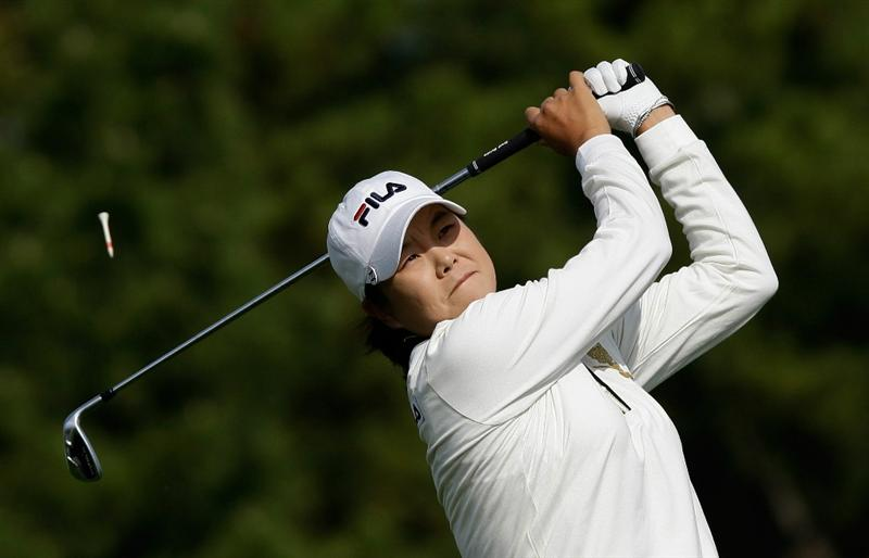 INCHEON, SOUTH KOREA - OCTOBER 31:  Han Hee-Won of South Korea hits a tee shot on the 3rd hole during the 2010 LPGA Hana Bank Championship at Sky 72 Golf Club on October 31, 2010 in Incheon, South Korea.  (Photo by Chung Sung-Jun/Getty Images)