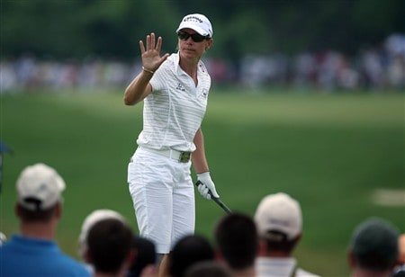 HAVRE DE GRACE, MD - JUNE 08:  Annika Sorenstam of Sweden waves to the crowd before hitting her tee shot on the 1st hole during the final round of the McDonald's LPGA Championship at Bulle Rock Golf Course on June 8, 2008 in Havre de Grace, Maryland.  (Photo by Andy Lyons/Getty Images)