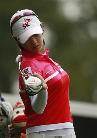 ROGERS, AR - SEPTEMBER 13:  Na Yeon Choi of South Korea loosens up on the first tee during final round play in the P&G Beauty NW Arkansas Championship at the Pinnacle Country Club on September 13, 2009 in Rogers, Arkansas.  (Photo by Dave Martin/Getty Images)