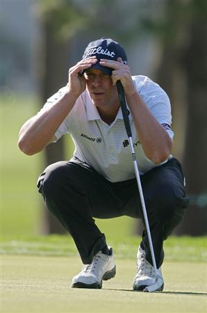 PALM HARBOR, FL - MARCH 19:  Steve Stricker lines up a putt during the second round of the Transitions Championship at the Innisbrook Resort and Golf Club held on March 19, 2010 in Palm Harbor, Florida.  (Photo by Michael Cohen/Getty Images)