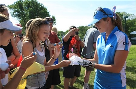 EDINA, MN - JUNE 24:  Paula Creamer signs autographs for fans during a practice round prior to the start of the 2008 U.S. Women's Open at Interlachen Country Club on June 23, 2008 in Edina, Minnesota.  (Photo by Scott Halleran/Getty Images)