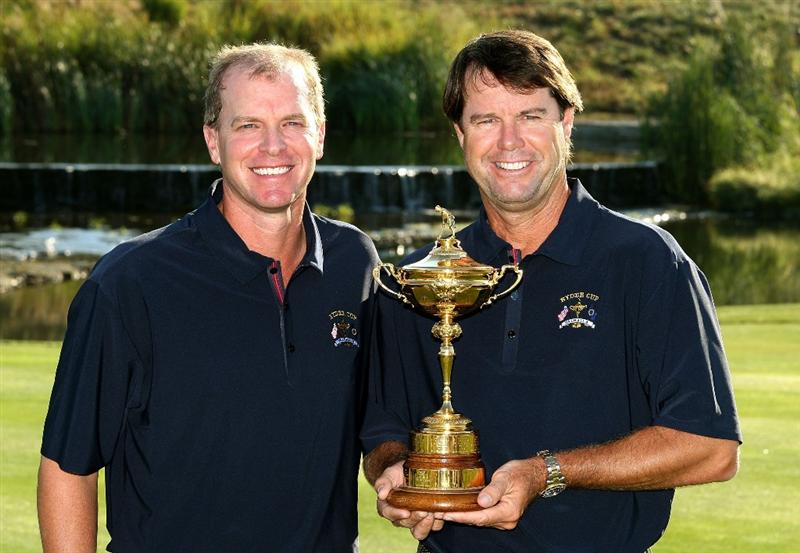 LOUISVILLE, KY - SEPTEMBER 17:  Steve Stricker of the USA team (L) poses with team captain Paul Azinger during the USA team photo shoot prior to the 2008 Ryder Cup at Valhalla Golf Club on September 17, 2008 in Louisville, Kentucky.  (Photo by David Cannon/Getty Images)