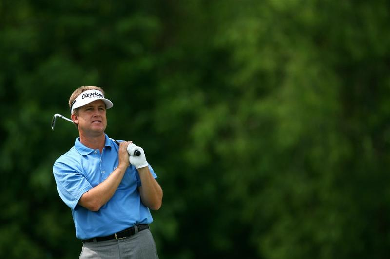AVONDALE, LA - APRIL 22:  David Toms tees off on the 14th hole during the first round of the Zurich Classic at TPC Louisiana on April 22, 2010 in Avondale, Louisiana.  (Photo by Chris Trotman/Getty Images)