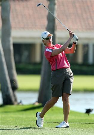 RANCHO MIRAGE, CA - APRIL 02:  Karrie Webb of Australia plays her third shot at the 18th hole during the first round of the 2009 Kraft Nabisco Championship, at the Mission Hills Country Club on April 2, 2009 in Rancho Mirage, California  (Photo by David Cannon/Getty Images)