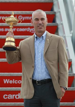 CARDIFF, WALES - SEPTEMBER 27:  In this handout image provided by Ryder Cup Europe, USA team captain Corey Pavin holding the Ryder Cup trophy arrives with the USA team at Cardiff Airport prior to the start of the 2010 Ryder Cup on September 27, 2010 in Cardiff, Wales.  (Photo by Ryder Cup Europe via Getty Images).