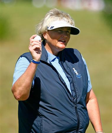 SUGAR GROVE, IL - AUGUST 23:  Laura Davies of the European Team celebrates a birdie putt on the second green during the Sunday singles matches at the 2009 Solheim Cup at Rich Harvest Farms on August 23, 2009 in Sugar Grove, Illinois.  (Photo by Scott Halleran/Getty Images)
