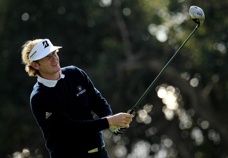 LA JOLLA, CA - JANUARY 30:  Brandt Snedeker watches his tee shot on the 18th hole at the South Course at Torrey Pines Golf Course during the third round of the Farmers Insurance Open on January 30, 2010 in La Jolla, California. (Photo by Stephen Dunn/Getty Images)